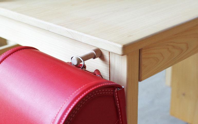 サイドフック │ ランドセルや手さげ袋は、いつも定位置に。