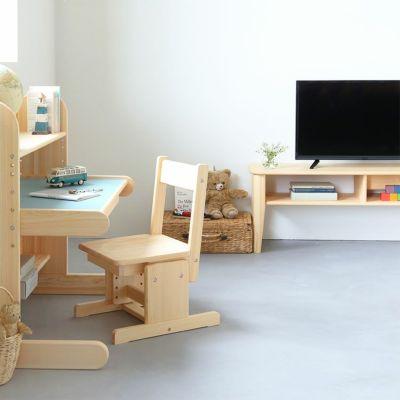 丸みのある机と合わせて、安全な子供空間を<br>テレビボード F120 / kindデスク / 2本脚チェア