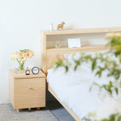 ベッドのサイドテーブルとして<br>1段ワゴン / ひのきのベッドS ヘッドボード