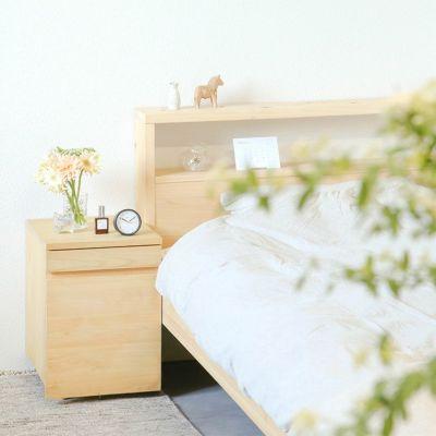 ベッドのサイドテーブルとして<br>2段ワゴン / ひのきのベッドS ヘッドボード