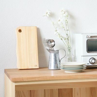 キッチンに飾ればインテリアのポイントに<br>カッティングボード S /<br>キッチンカウンター C60(草木染め)