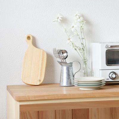 キッチンに飾ればインテリアのポイントに<br>カッティングボード SS<br>キッチンカウンター C60(草木染め)