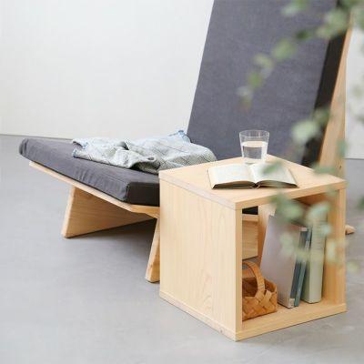 シンプルなフォルムの家具と合わせてスマートに<br>ソファ Z1(チャコール)/ waku