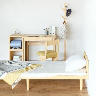 小さな子ども部屋でも置きやすいサイズとデザイン<br>ベッドF スタンダード SS / 4本脚デスク S50<br>2本脚チェア basic color(ミモザ)/ waku<br>ポールハンガー 150