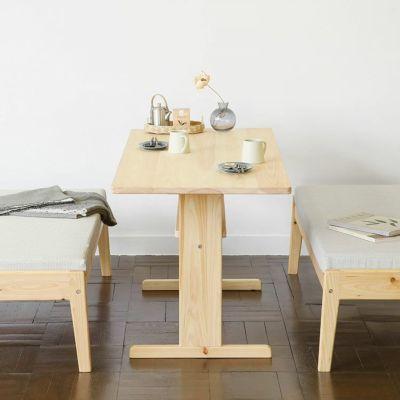 小さなスペースでもつくれる、快適なソファダイニング<br> ダイニングテーブル T140 / ソファ C2.2(撥水ホワイト)<br>ベンチ C2.2(撥水ホワイト)